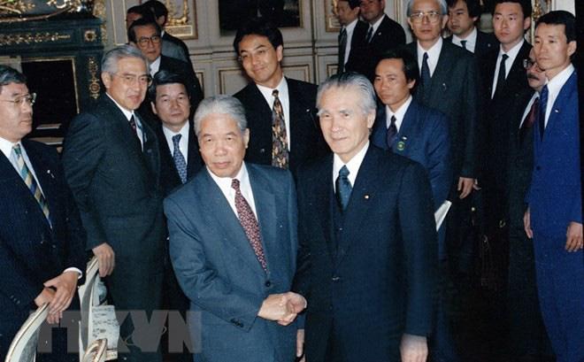 Nguyên Phó Thủ tướng Nguyễn Mạnh Cầm kể về những cuộc gọi lúc 2-3 giờ sáng của ông Đỗ Mười 1