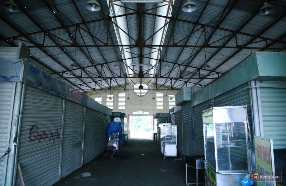 Cảnh u ám bên trong khu chợ tiền tỷ ở Sài Gòn bị bỏ hoang gần 15 năm qua 3