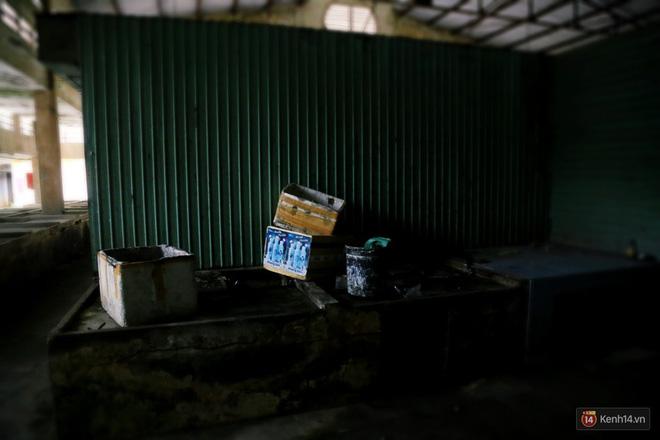 Cảnh u ám bên trong khu chợ tiền tỷ ở Sài Gòn bị bỏ hoang gần 15 năm qua 7