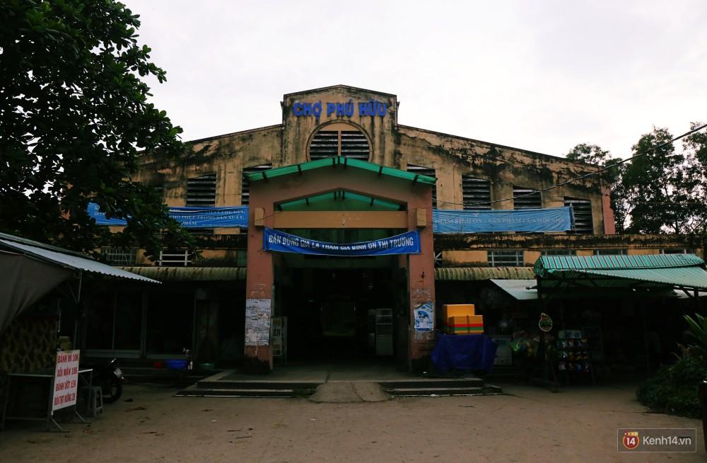 Cảnh u ám bên trong khu chợ tiền tỷ ở Sài Gòn bị bỏ hoang gần 15 năm qua 1