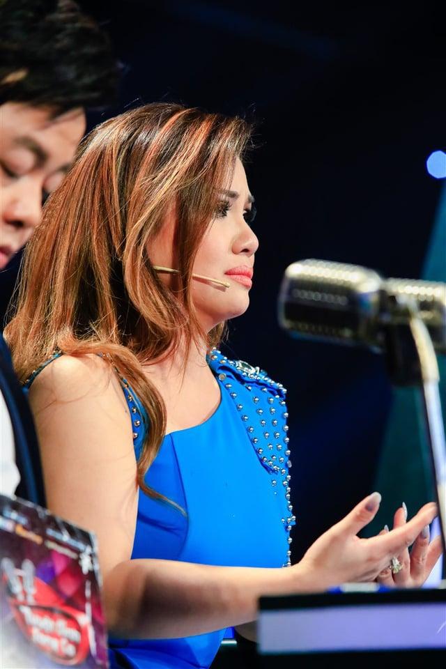 Ca sĩ Minh Tuyết khóc nức nở chia sẻ về tình yêu 2