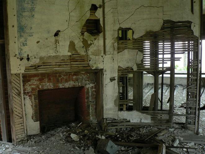 """Carleton Villa: Biệt thự nguy nga tráng lệ giờ chỉ là đống đổ nát hoang tàn bởi """"lời nguyền"""" tang tóc làm cả gia tộc lụi tàn 10"""