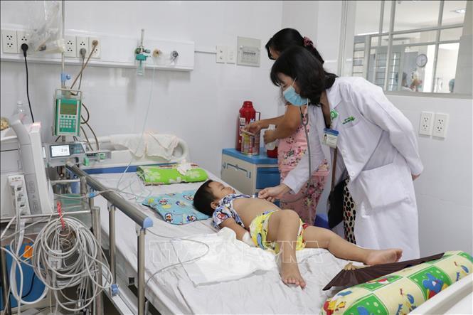 Hình ảnh Hà Nội: Đã có 10 trẻ mắc tay chân miệng biến chứng nặng, dương tính với EV71 số 2