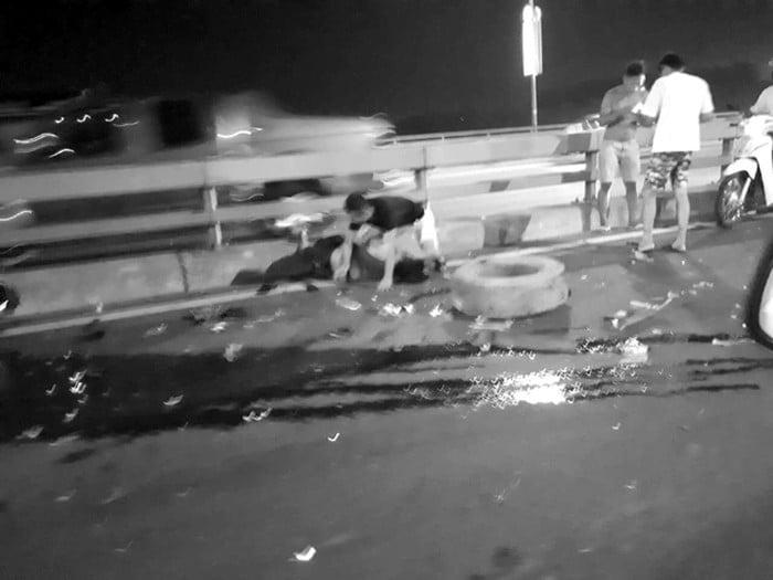 Sau khi đăng status thông báo việc nổ lốp xe trên cầu Nhật Tân, tài xế bị xe khách tông chết - Ảnh 2.