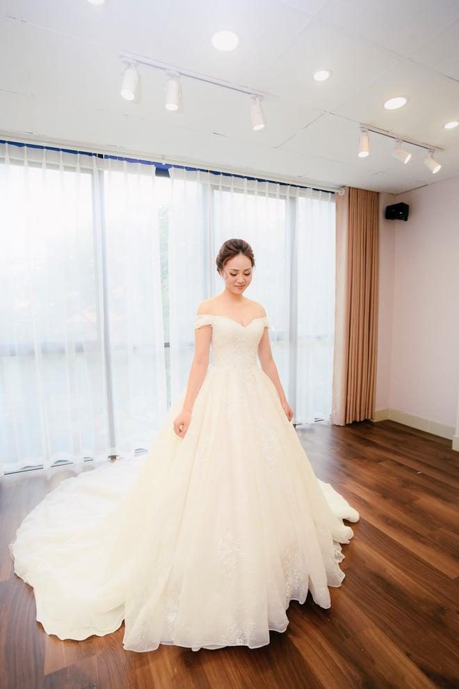Lại lộ thêm ảnh bạn gái Công Lý đi thử váy cưới gợi cảm 7