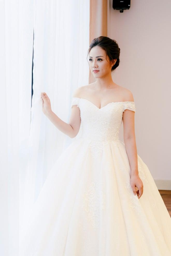 Lại lộ thêm ảnh bạn gái Công Lý đi thử váy cưới gợi cảm - Ảnh 4.