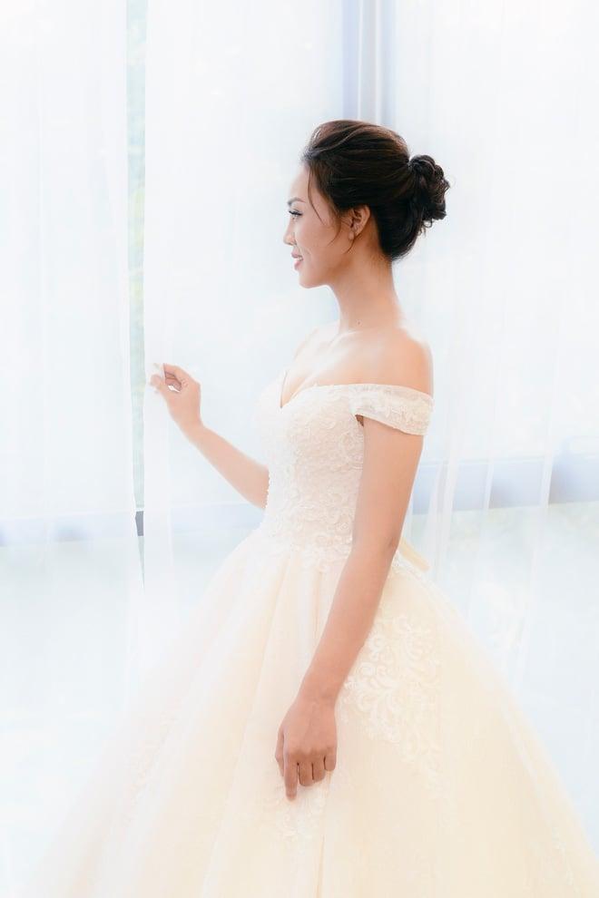 Lại lộ thêm ảnh bạn gái Công Lý đi thử váy cưới gợi cảm 5