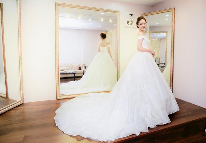 Lại lộ thêm ảnh bạn gái Công Lý đi thử váy cưới gợi cảm - Ảnh 6.