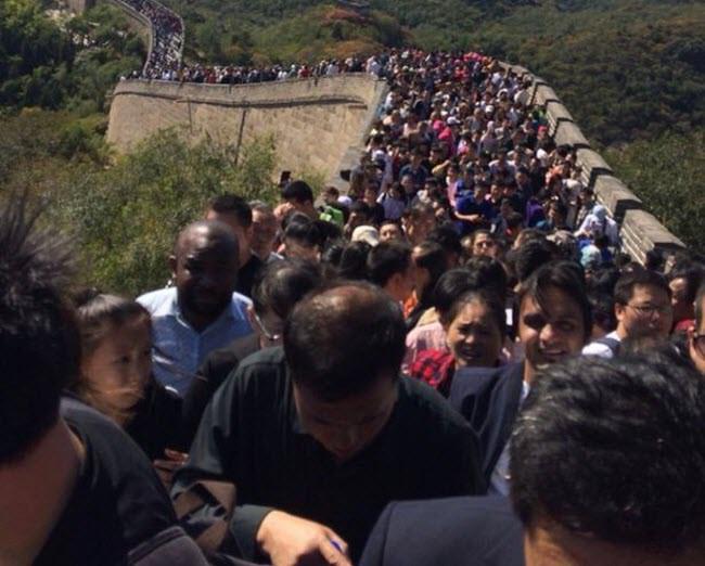"""24h qua ảnh: Vạn Lý Trường Thành """"thất thủ"""" trong dịp nghỉ lễ ở Trung Quốc 4"""