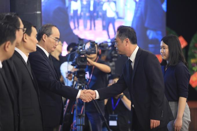 Đại diện các nước tại TP HCM đến viếng cố Tổng Bí thư Đỗ Mười 4