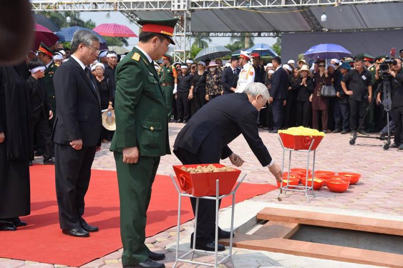 Hình ảnh Lễ an táng nguyên Tổng Bí thư Đỗ Mười trở về với đất mẹ quê hương 9