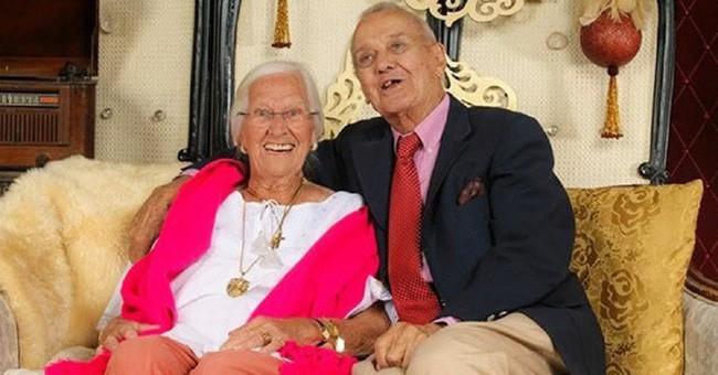 Cặp vợ chồng chung sống hạnh phúc với nhau 75 năm, thời điểm họ nhắm mắt xuôi tay càng chứng minh định mệnh là có thật 7