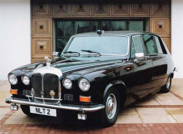 Có một sự thật bất ngờ là Nữ hoàng không có bằng lái xe nhưng bộ sưu tập xe hơi của bà khiến nhiều người phải choáng ngợp 18