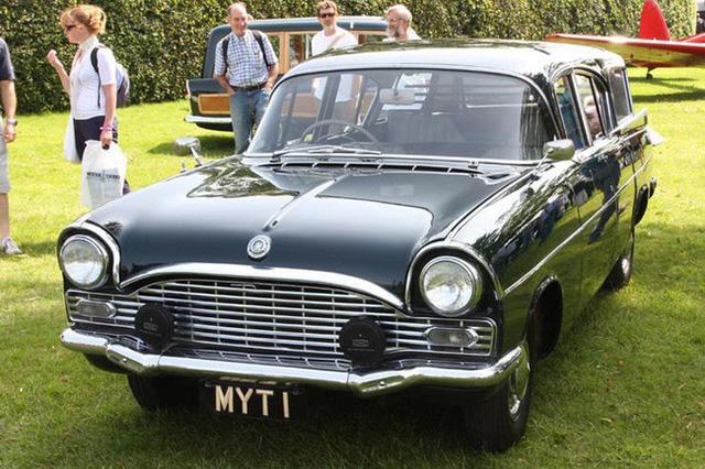 Có một sự thật bất ngờ là Nữ hoàng không có bằng lái xe nhưng bộ sưu tập xe hơi của bà khiến nhiều người phải choáng ngợp 19