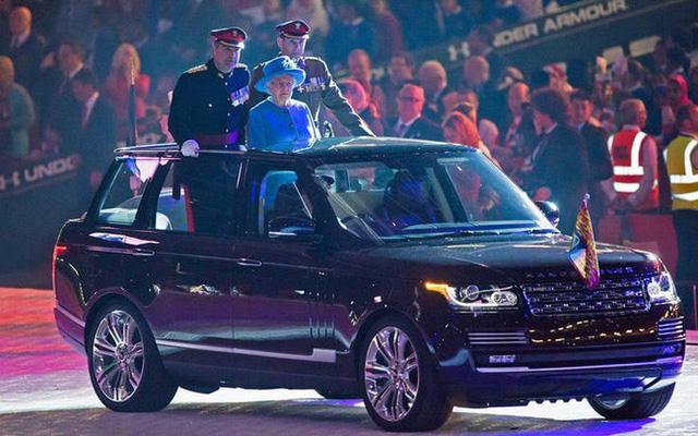 Có một sự thật bất ngờ là Nữ hoàng không có bằng lái xe nhưng bộ sưu tập xe hơi của bà khiến nhiều người phải choáng ngợp 26