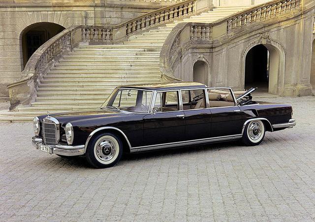 Có một sự thật bất ngờ là Nữ hoàng không có bằng lái xe nhưng bộ sưu tập xe hơi của bà khiến nhiều người phải choáng ngợp 4