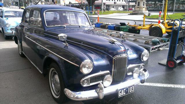 Có một sự thật bất ngờ là Nữ hoàng không có bằng lái xe nhưng bộ sưu tập xe hơi của bà khiến nhiều người phải choáng ngợp 6