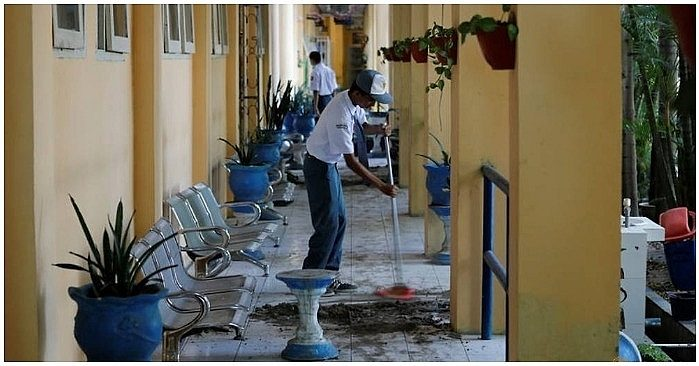 Sau 10 ngày thảm họa động đất ở Indonesia, học sinh dọn dẹp trong ngày đầu trở lại trường 2