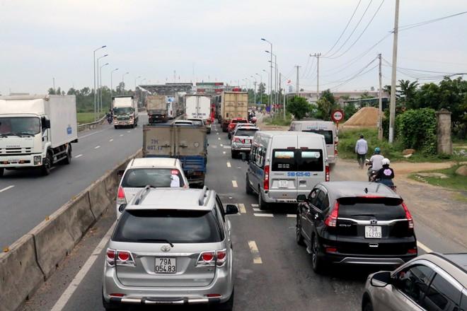 Tài xế dừng xe không mua vé gây ùn tắc nghiêm trọng, BOT Ninh Lộc phải xả trạm 1