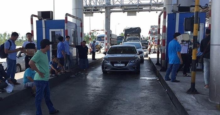 Tài xế dừng xe không mua vé gây ùn tắc nghiêm trọng, BOT Ninh Lộc phải xả trạm 2