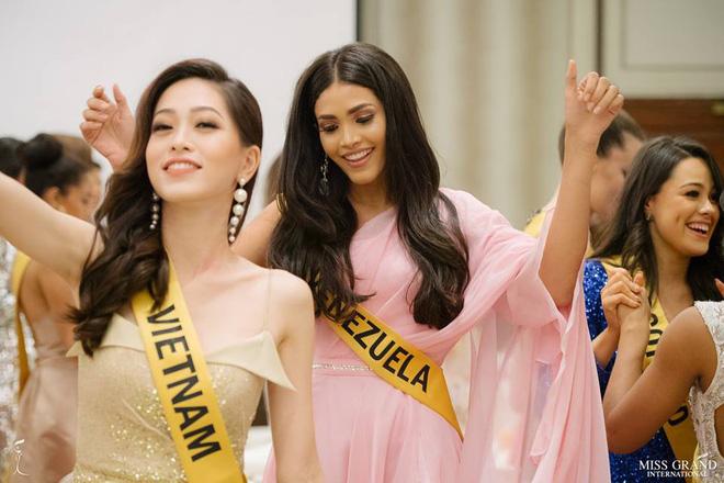 Nhan sắc xấu khó tin của các đối thủ Á hậu Việt Nam tại Hoa hậu Hòa bình Thế giới 2018 21