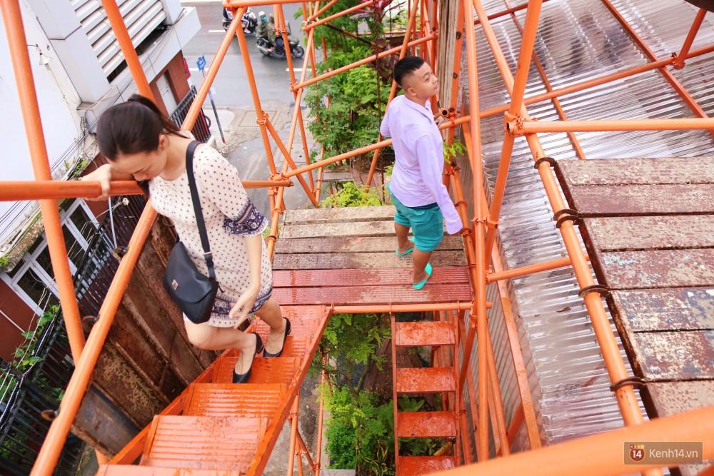Kỳ lạ quán cafe như công trình đang xây dựng ở Sài Gòn: Đầu tư 2 tỷ, dự đoán tuổi thọ chỉ... 10 năm 13