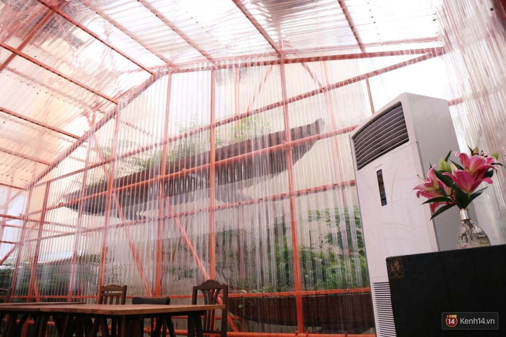 Kỳ lạ quán cafe như công trình đang xây dựng ở Sài Gòn: Đầu tư 2 tỷ, dự đoán tuổi thọ chỉ... 10 năm 7