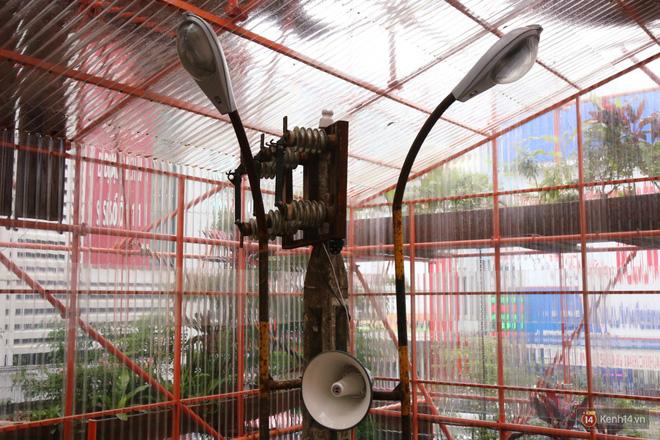 Kỳ lạ quán cafe như công trình đang xây dựng ở Sài Gòn: Đầu tư 2 tỷ, dự đoán tuổi thọ chỉ... 10 năm 10