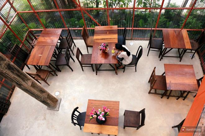 Kỳ lạ quán cafe như công trình đang xây dựng ở Sài Gòn: Đầu tư 2 tỷ, dự đoán tuổi thọ chỉ... 10 năm 9
