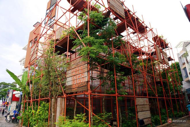 Kỳ lạ quán cafe như công trình đang xây dựng ở Sài Gòn: Đầu tư 2 tỷ, dự đoán tuổi thọ chỉ... 10 năm 1
