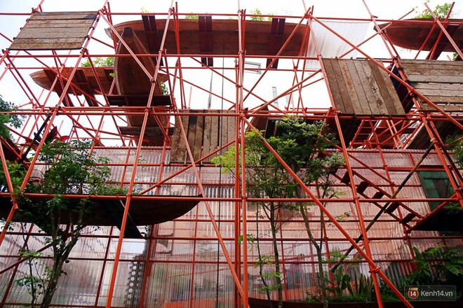 Kỳ lạ quán cafe như công trình đang xây dựng ở Sài Gòn: Đầu tư 2 tỷ, dự đoán tuổi thọ chỉ... 10 năm 2