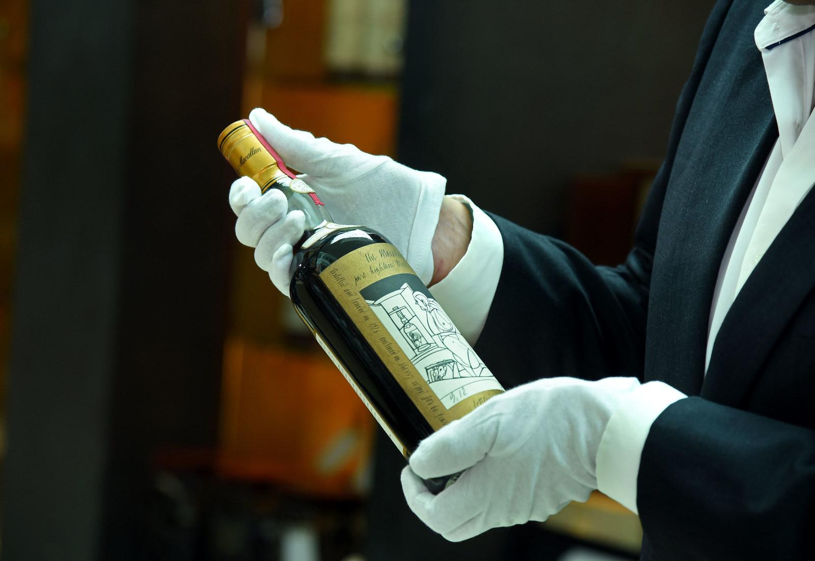 Hình ảnh Choáng váng với chai rượu quý hiếm như Chén Thánh có giá 25 tỷ đồng số 1