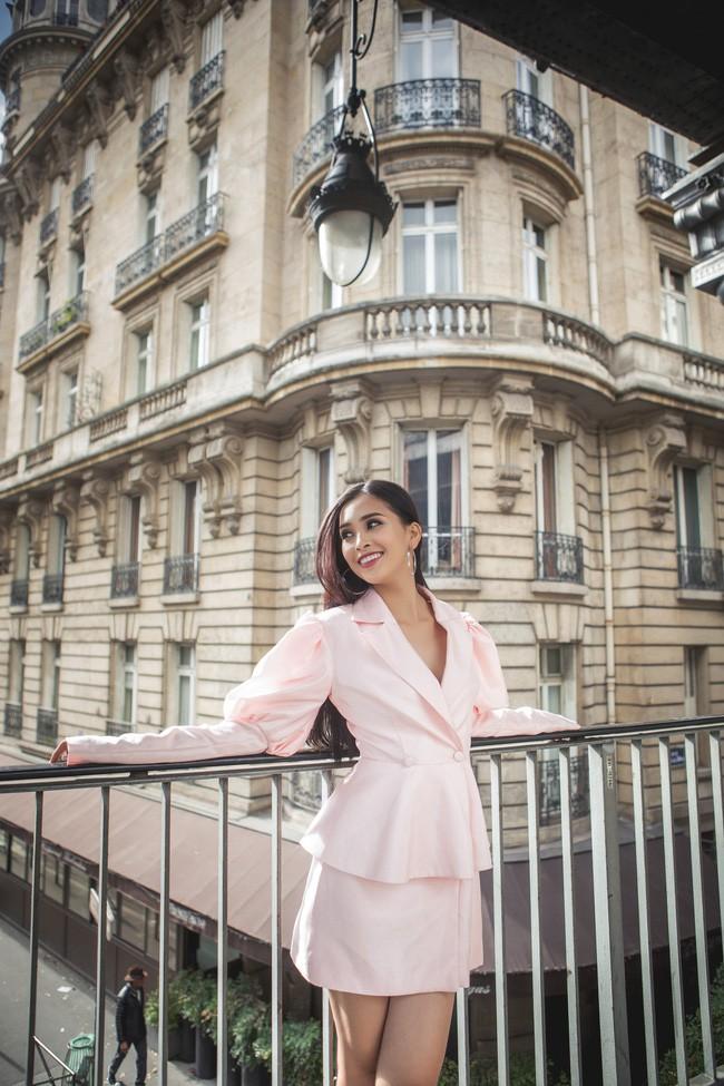 Choáng ngợp trước vẻ đẹp xuất thần của Hoa hậu Tiểu Vy trên đất Pháp sau sự kiện Vinfast 11