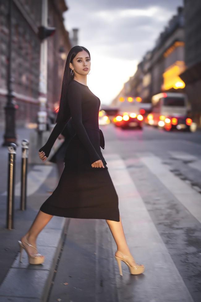 Choáng ngợp trước vẻ đẹp xuất thần của Hoa hậu Tiểu Vy trên đất Pháp sau sự kiện Vinfast 4