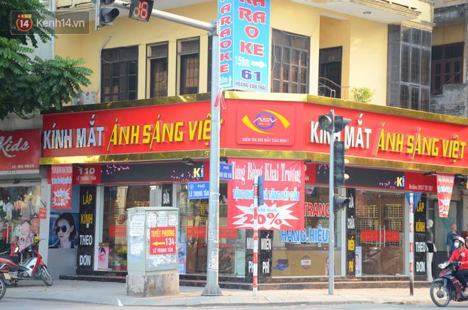 Tuyến phố kiểu mẫu đầu tiên ở Hà Nội thất bại sau 2 năm thử nghiệm 'đồng phục' biển hiệu 11