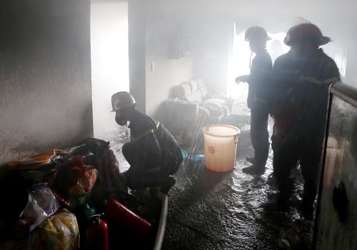 Đà Nẵng: Nổ lớn cùng lửa bốc ra ở tầng 12 chung cư, hàng trăm người tháo chạy 2