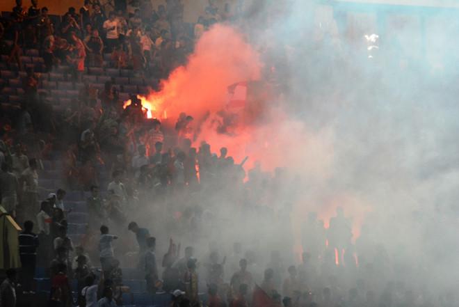 VFF phải nộp phạt 300 triệu đồng vì CĐV đốt pháo sáng trong trận bán kết bóng đá nam Asiad 2