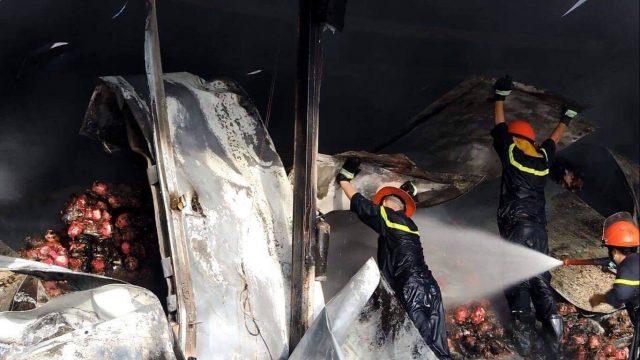 Hình ảnh Hỏa hoạn thiêu rụi kho thanh long 260 tấn ở Bình Thuận số 2