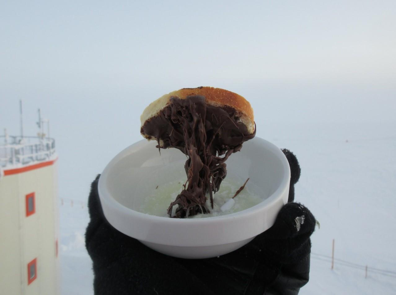 Điều gì sẽ xảy ra khi bạn nấu ăn ở Nam Cực với nhiệt độ ngoài trời là -70 độ C? 1
