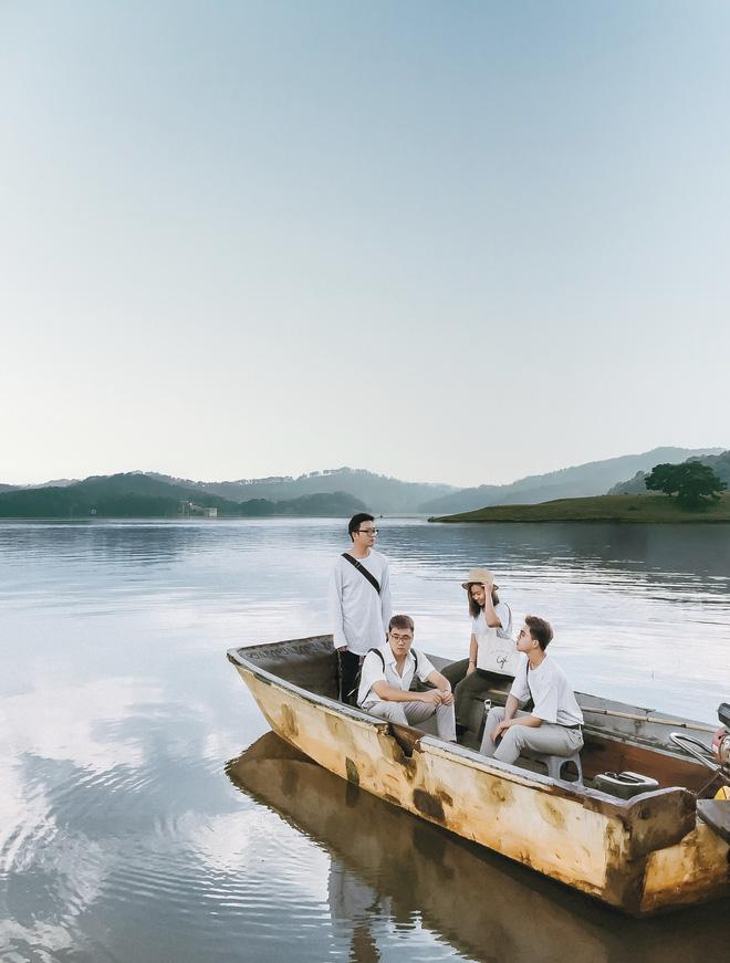 Hội bạn thân 3 miền Bắc - Trung - Nam rủ nhau lên Đà Lạt, chụp ảnh nhóm xuất sắc như bìa tạp chí 1