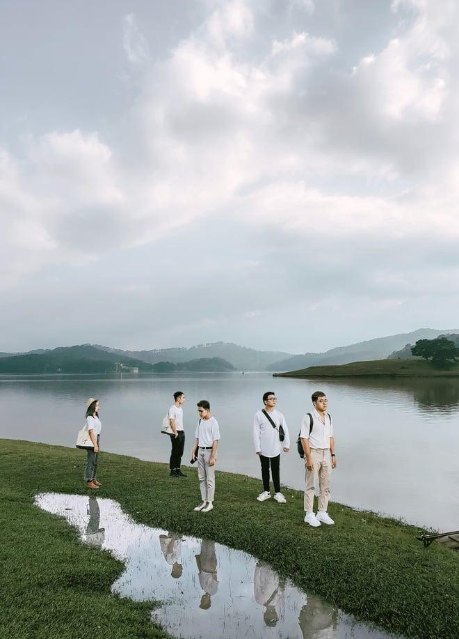 Hình ảnh Hội bạn thân 3 miền Bắc - Trung - Nam rủ nhau lên Đà Lạt, chụp ảnh nhóm xuất sắc như bìa tạp chí số 3