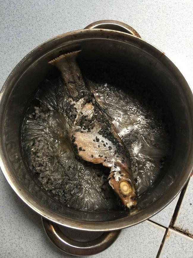 Lại thêm một nồi trứng kho thịt cháy đen chứng minh truyền thuyết đẻ xong để quên não ở bệnh viện là có thật  - Ảnh 6.
