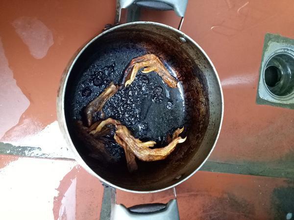 Lại thêm một nồi trứng kho thịt cháy đen chứng minh truyền thuyết đẻ xong để quên não ở bệnh viện là có thật  - Ảnh 12.