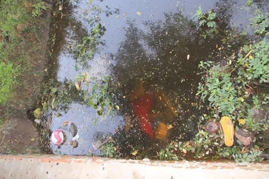 Hình ảnh Tá hỏa phát hiện thi thể 2 thanh niên dưới mương nước số 1