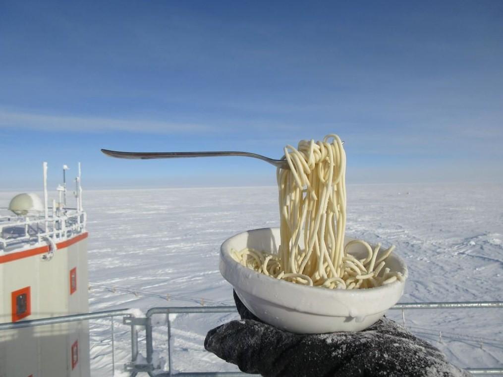 Điều gì sẽ xảy ra khi bạn nấu ăn ở Nam Cực với nhiệt độ ngoài trời là -70 độ C? 6
