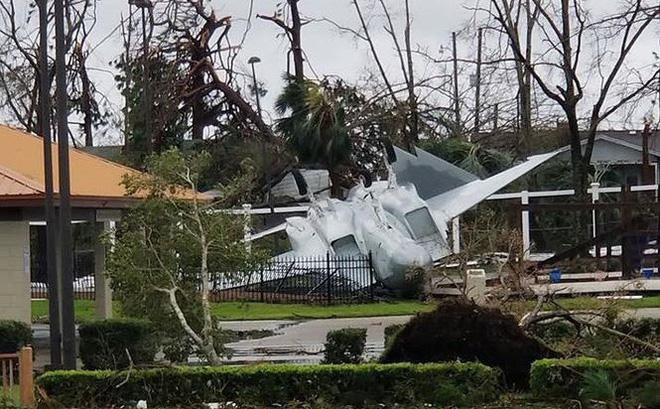 Căn cứ không quân Mỹ hoang tàn vì bị siêu bão