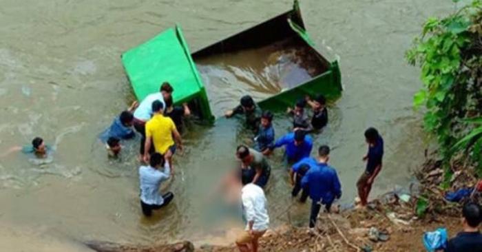 Nam thanh niên 17 tuổi ở Lào Cai lái xe tải tự chế lao xuống suối 1