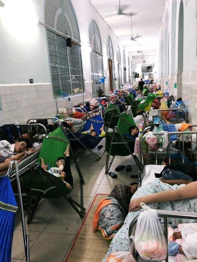 Một ngày ở BV Nhi tại Sài Gòn: Bệnh nhân nằm