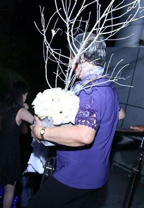 Những tình huống dở khóc dở cười trong đám cưới sao Việt: Suýt sạt nghiệp vì khách mời tăng đột biến, khán giả lên tận lễ đường xin chữ ký 4