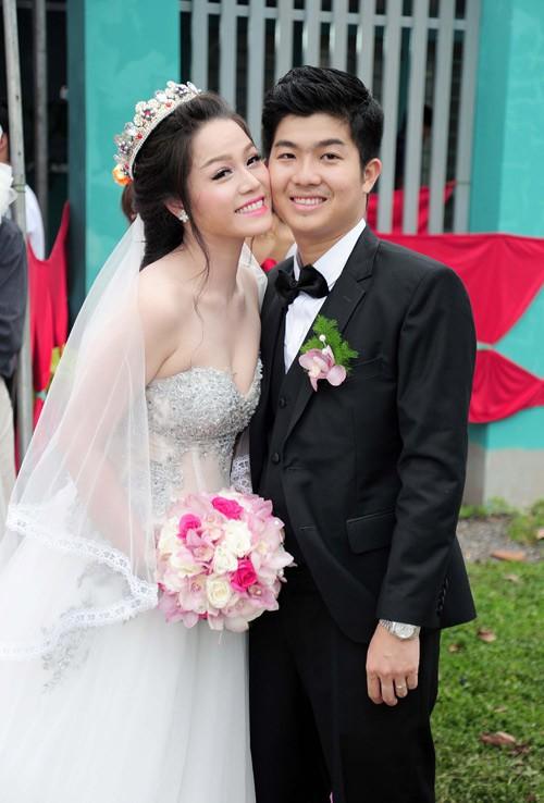 Những tình huống dở khóc dở cười trong đám cưới sao Việt: Suýt sạt nghiệp vì khách mời tăng đột biến, khán giả lên tận lễ đường xin chữ ký 7